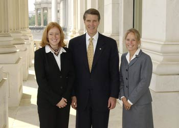 2004 Fellows Rachel Nuzum, U.S. Senator Bill Frist, and Katey Starkey